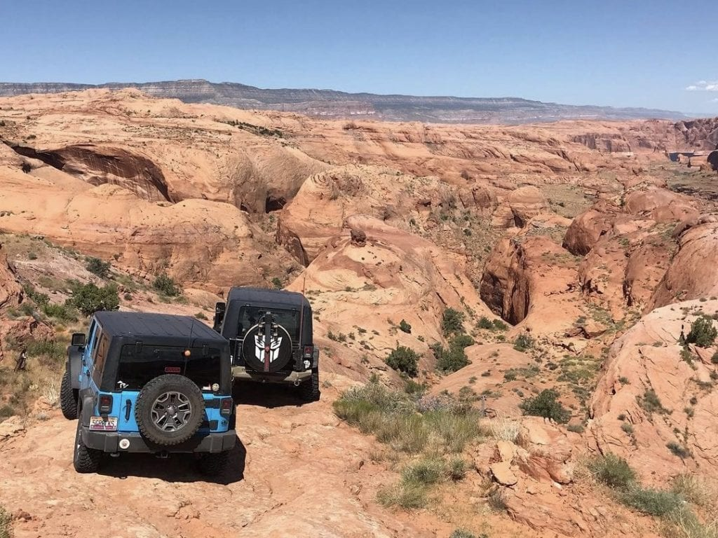 Hole-in-the-Rock Road. Photo by @nessiethestockrubi.
